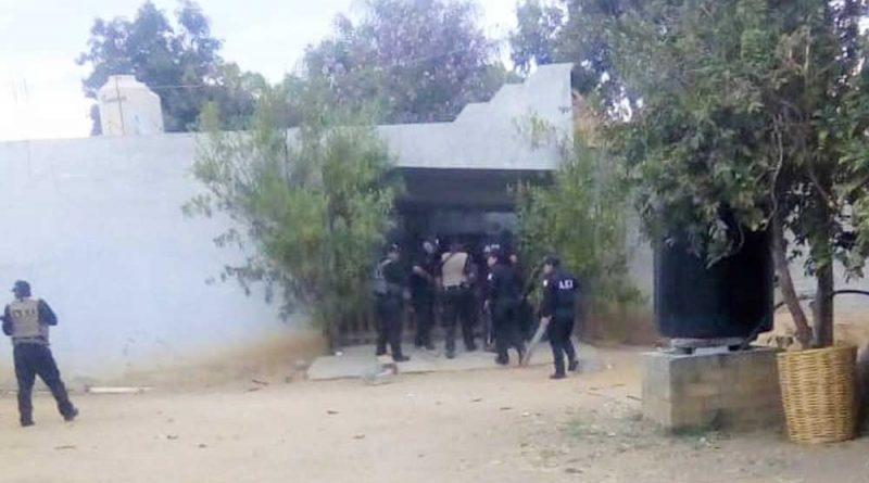 En cateo realizado en Santa Ana Tlapacoyan, Fiscalía General asegura drogas y armas