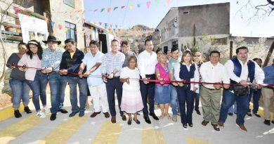 Entrega Oswaldo García pavimentación en la Colonia Mártires de Río Blanco