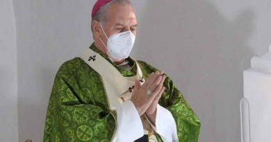 Vamos bajándole; si se contagian menos, se mueren menos: Arzobispo