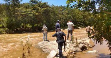 Hallan cuerpo de Pedro, arrastrado por arroyo en San Agustín Loxicha