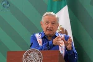 AMLO se compromete a resolver dos problemas del sector salud en Oaxaca