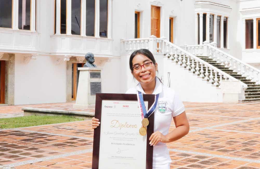 Alumna de la UABJO, fue galardonada por su trabajo de divulgación científica