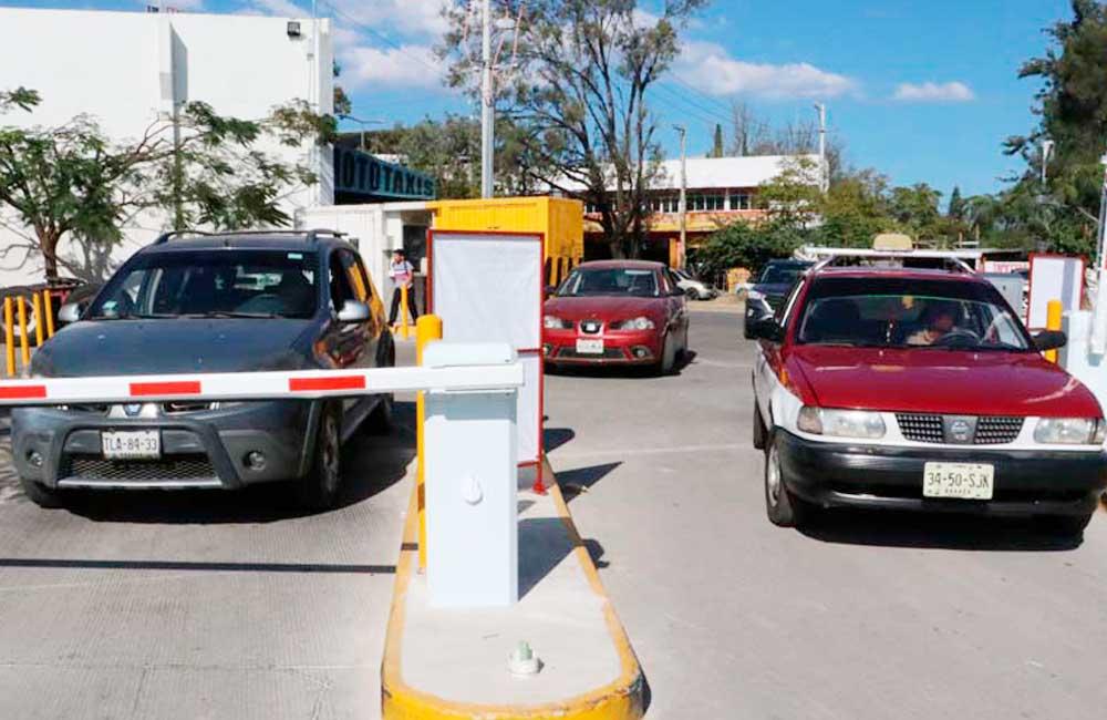 Obliga Congreso a Centros comerciales a garantizar estacionamientos gratuitos