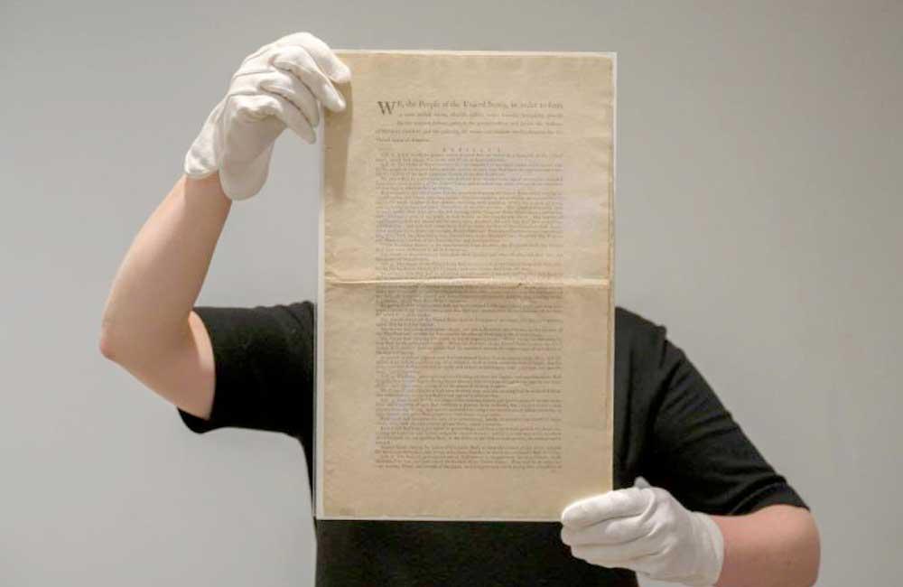 Subastarán el primer ejemplar de la Constitución de EU con un valor de entre 15 a 20 millones de dólares