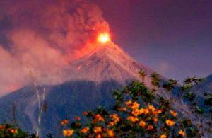 Alerta por erupción del volcán de Fuego, en Guatemala, el más activo de Centroamérica
