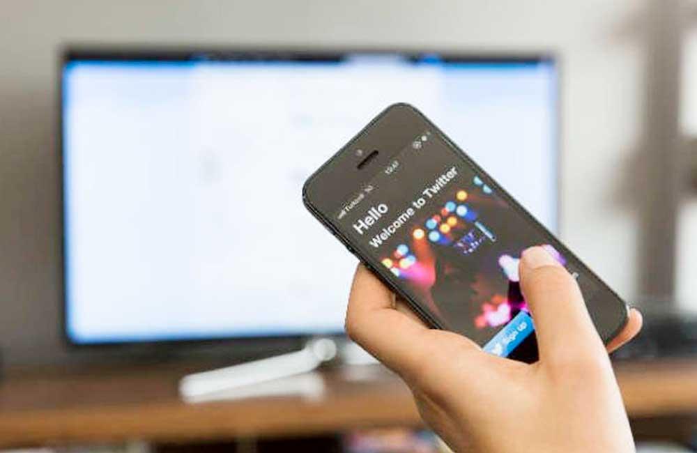 Alerta estudio que pasar largas horas frente a tv o celular eleva 80% posibilidad de cáncer