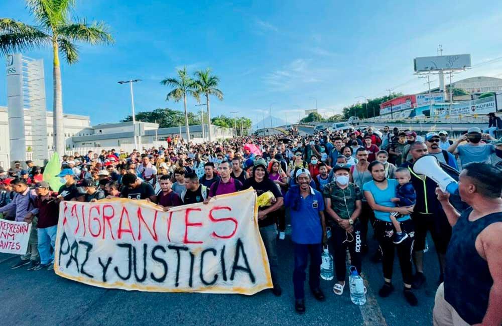 Más de dos mil migrantes en caravana salen de Tapachula a la Ciudad de México