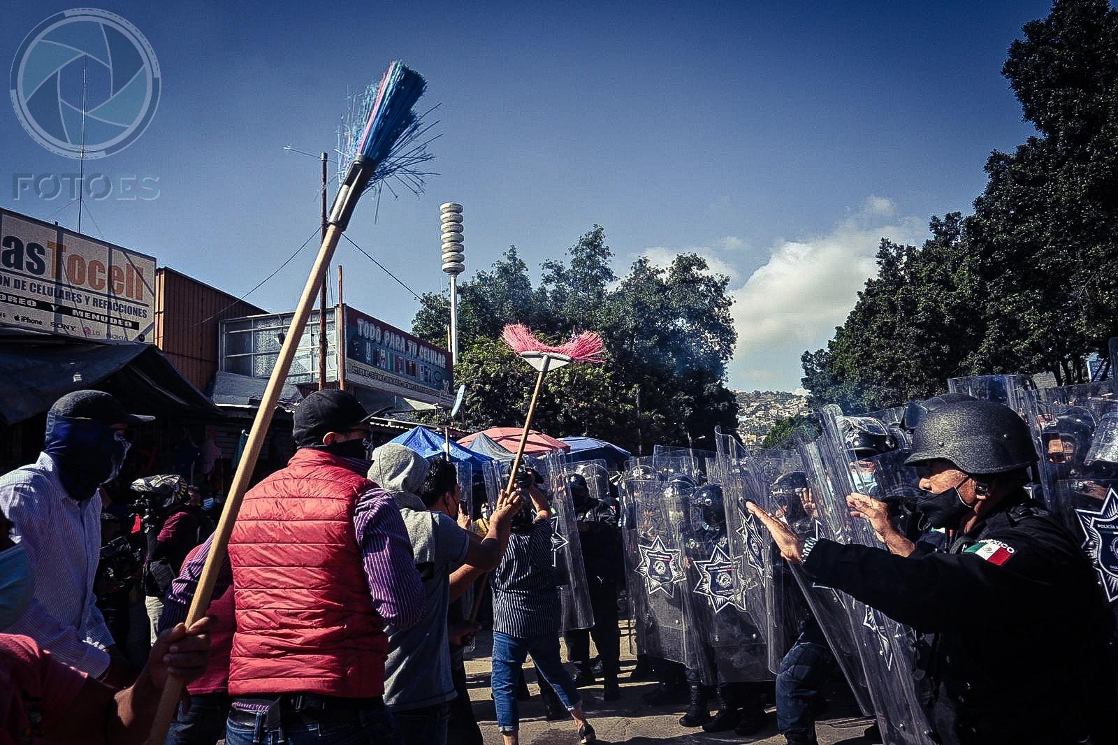 Enfrentamiento entre policías municipales y comerciantes